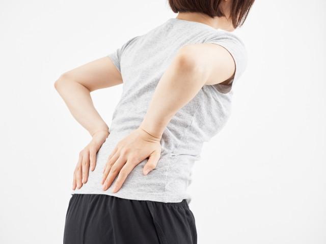 腰の痛みをほっておくと痛みが慢性化したり、一度よくなっても繰り返し起きてしまうことがあるので注意が必要です。